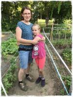 Szilberhornné Csilla és kislánya Hunyadivárosi Közösségi Kert